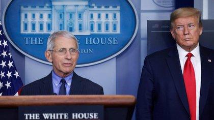Anthony Fauci, epidemiólogo de la Casa Blanca, insiste en el uso de máscaras (REUTERS / Leah Millis)