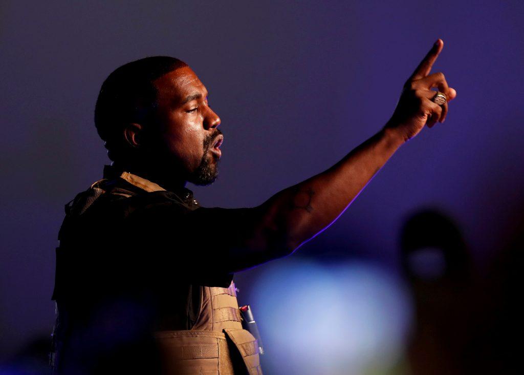 """""""Kim intentó encerrarme"""": los extraños mensajes de Twitter de Kanye West que suscitaron más dudas sobre su salud mental"""