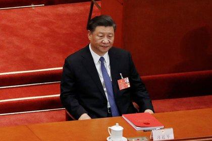 El presidente chino, Xi Jinping, asiste a la sesión de clausura del Congreso Nacional del Pueblo (APN) en el Gran Salón del Pueblo en Beijing, China, el 28 de mayo de 2020. REUTERS / Carlos García Rawlins