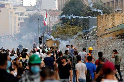 Miles de libaneses se manifiestan tras las explosiones que dejaron más de 150 muertos y 5.000 heridos (REUTERS / Thaier Al-Sudani)