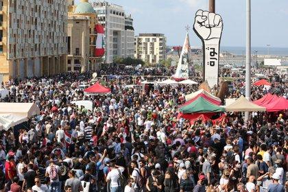 Se concentran miles de personas (EFE / EPA / Nabil Mounzer)