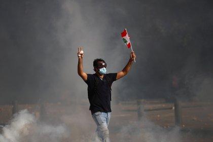 El contingente de fuerzas antidisturbios respondió con botes de gas lacrimógeno (REUTERS / Hannah McKay)