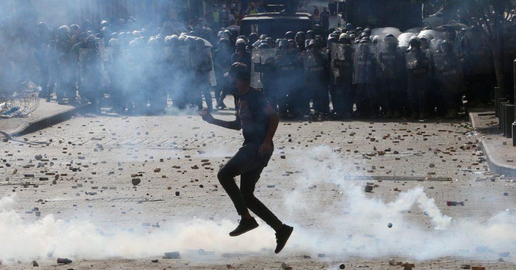 Incidentes en las protestas masivas contra el gobierno del Líbano: manifestantes tomaron el Ministerio de Relaciones Exteriores en Beirut