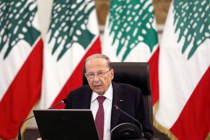 El presidente Michel Aoun aceptó la renuncia del primer ministro Diab y sus ministros, pero les pidió que continuaran desempeñando sus funciones hasta que se forme un nuevo gobierno (REUTERS / Mohamed Azakir)