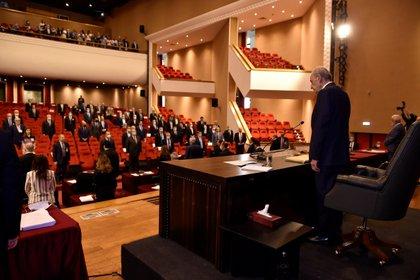 El Parlamento libanés tendrá que elegir un nuevo gobierno tras la dimisión de Diab y sus ministros (Parlamento libanés / Folleto vía REUTERS)