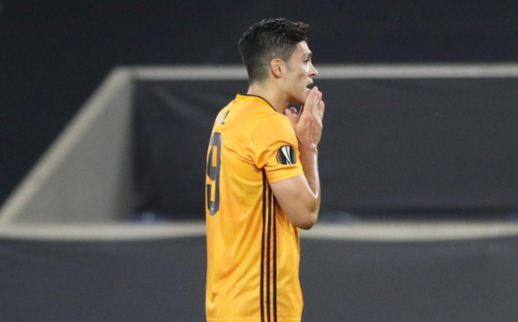 Raúl Jiménez.  Los fanáticos de Wolverhampton le piden que se quede
